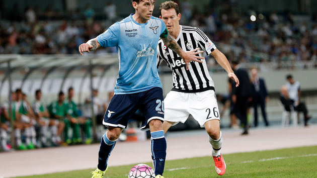 SHANGHAI, CHINA - AUGUST 08:  Stephan Lichtsteiner (L) of Juventus FC contests the ball against Lucas Biglia (R) of Lazio during the Italian Super Cup final football match between Juventus and Lazio at Shanghai Stadium on August 8, 2015 in Shanghai, China.  (Photo by Lintao Zhang/Getty Images)
