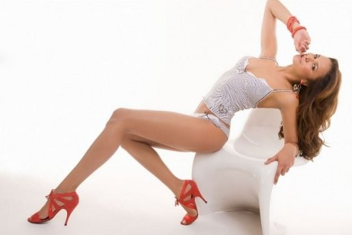 Chân dài Magda Gomes