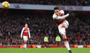Arsene Wenger 'tự tin' rằng Mesut Ozil sẽ ký hợp đồng mới với Arsenal